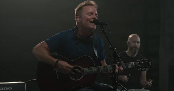 Video: Chris Tomlin - Nobody Loves Me Like You